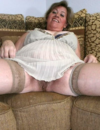 39 yo babes spread hairy snatch pucs